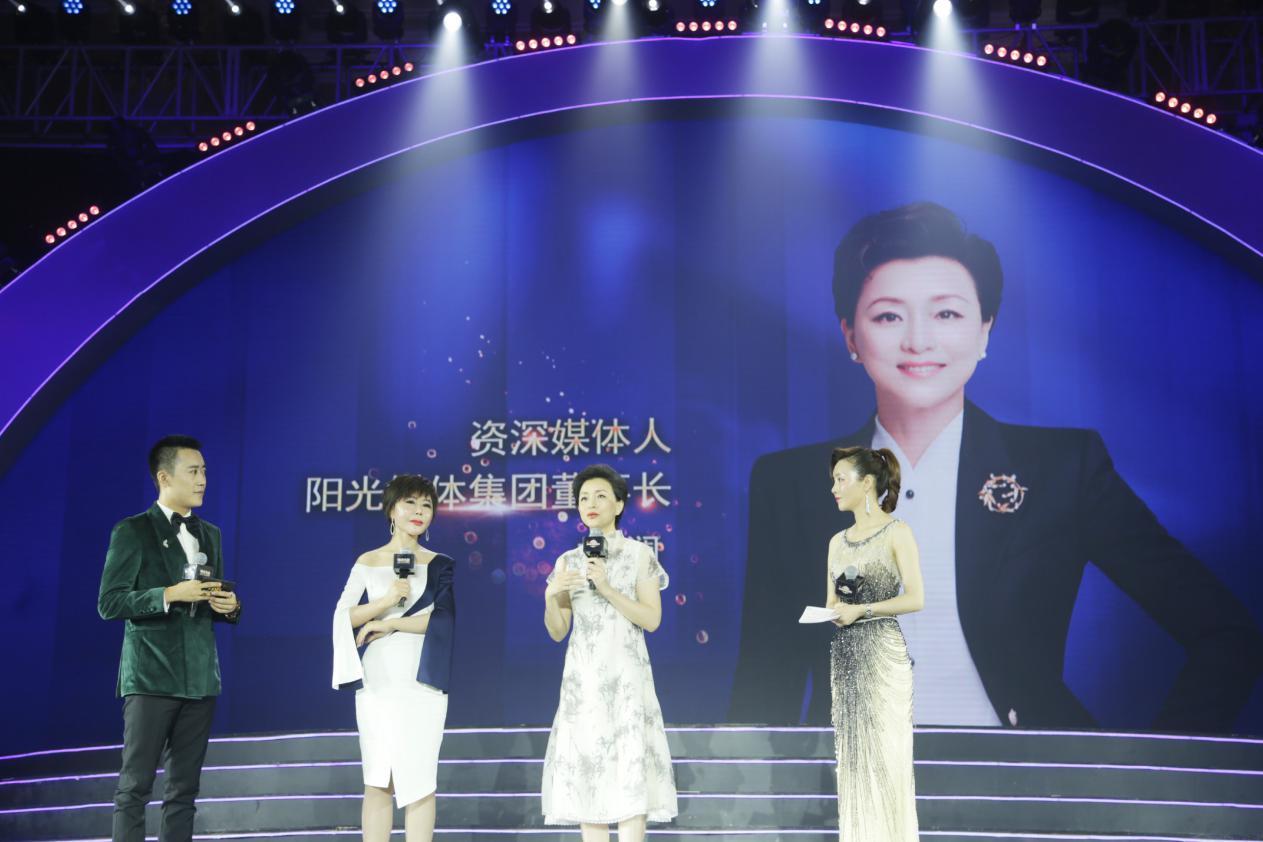 杨澜做客丽滋卡尔健康狂欢节共谈女性幸福力