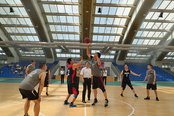 6正在进行的篮球决赛.jpg